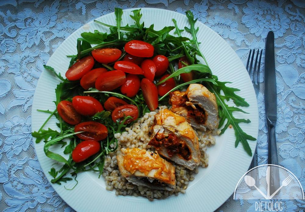 pierś kurczaka faszerowana suszonymi pomidorami