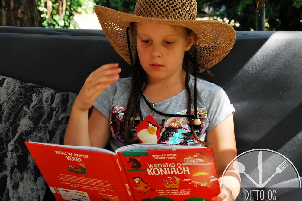 Milena czyta Wszystko o koniach