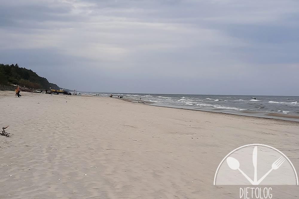 pusta plaża po sezonie