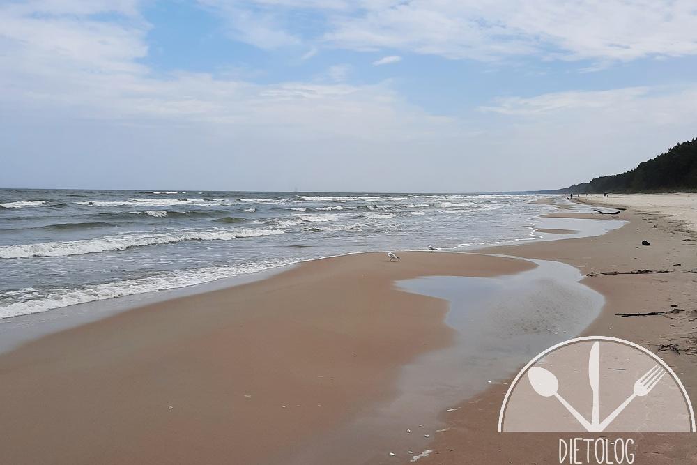 pusta plaża w kątach rybackich po sezonie