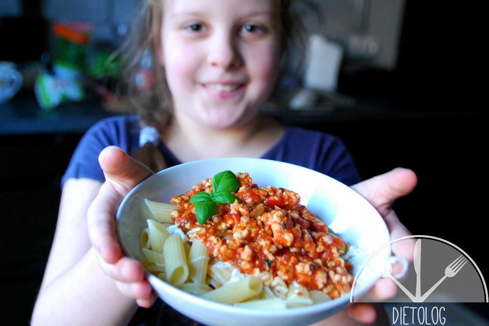 Milena prezentuje makaron z mielonym mięsem w pomidowach