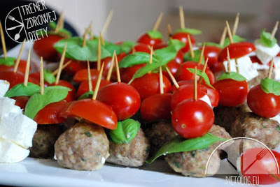 koreczki z mięsa mielonego i pomidorkó