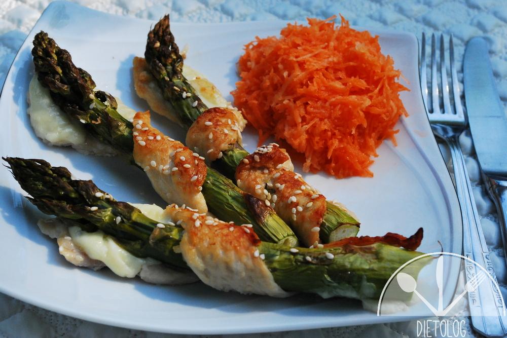 szparagi na talerzu
