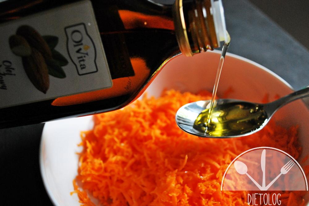 surówka z marchewki z olejem migdałowym