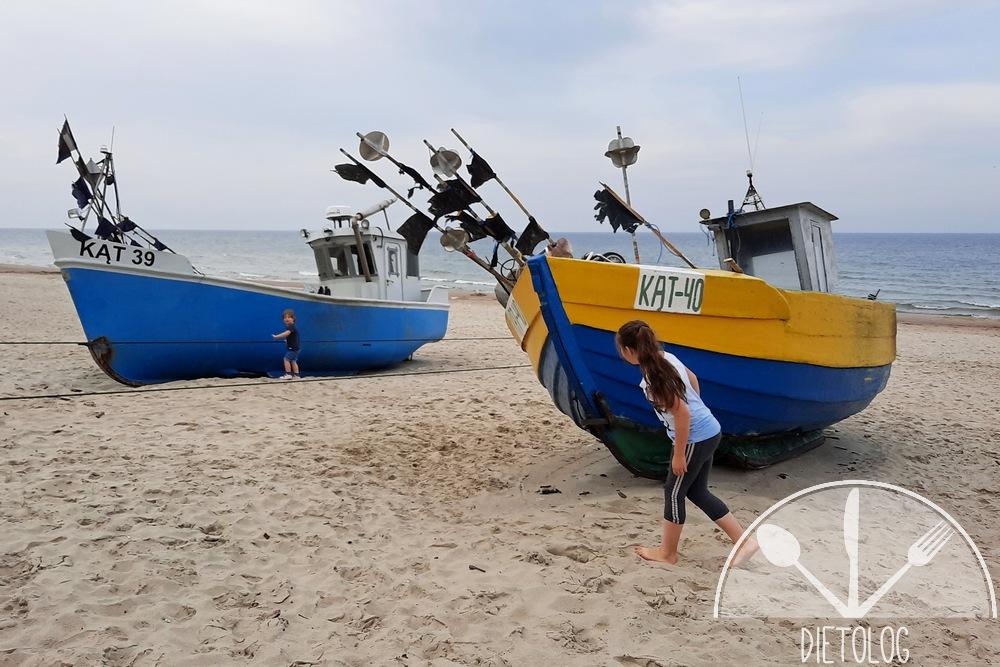 kutry na szerokiej plaży w kątach rybackich