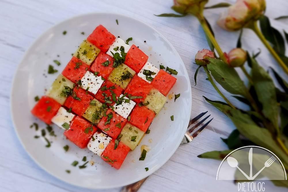 letnia sałatka z arbuzem, ogórkiem i fetą
